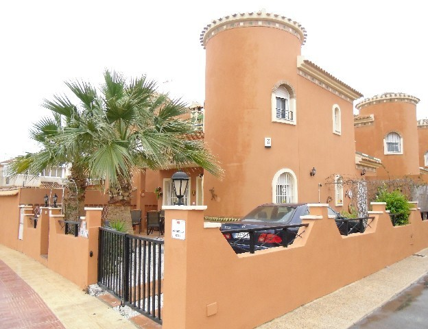 2 Bed Detached villa For Sale in Playa Flamenca