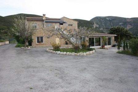 4 Bed Country Property For Sale in Gata de Gorgos