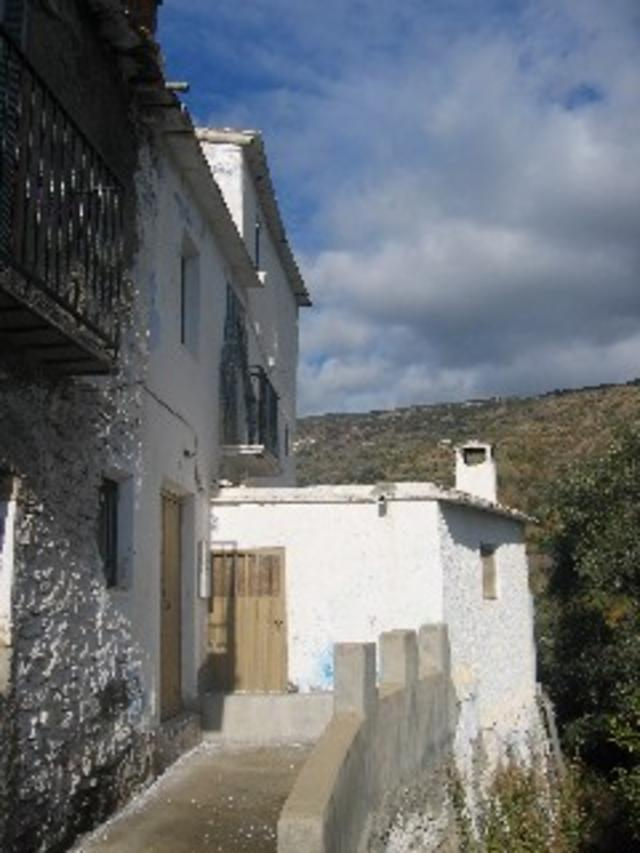 10 Bed Townhouse For Sale in Laroles