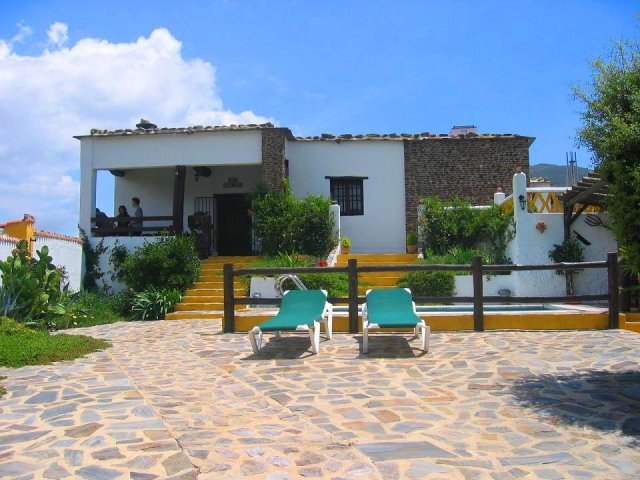 8 Bed Countryhouse For Sale in Cadiar