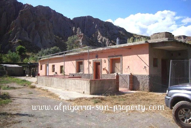 Bed Cortijo For Sale in Ugijar