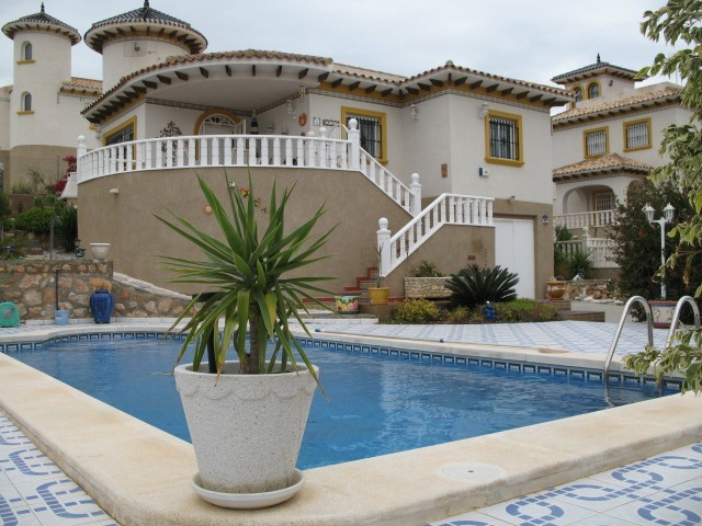 4 Bed Detached villa For Sale in Villamartin