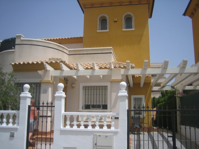3 Bed Detached villa For Sale in Los Altos