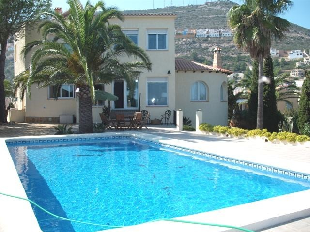 4 Bed Detached villa For Sale in Benitachell